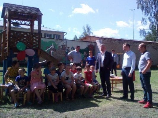 На территории Нижегородской области запущен широкомасштабный мониторинг качества организации детского летнего отдыха, в котором принимают участие депутаты-единороссы.